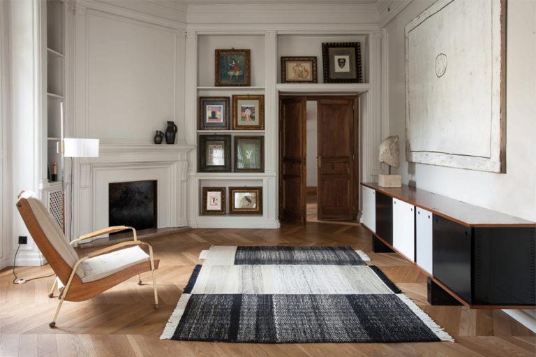 Tres, black, interior