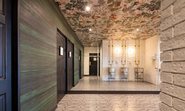Moooi Wallcovering Extinct Animals by Arte, Menagerie of Extinct Animals pattern, Ivory, installation