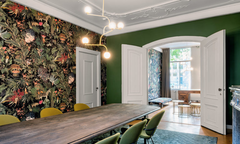 Moooi Wallcovering Extinct Animals by Arte, Menagerie of Extinct Animals pattern, Raven, installation