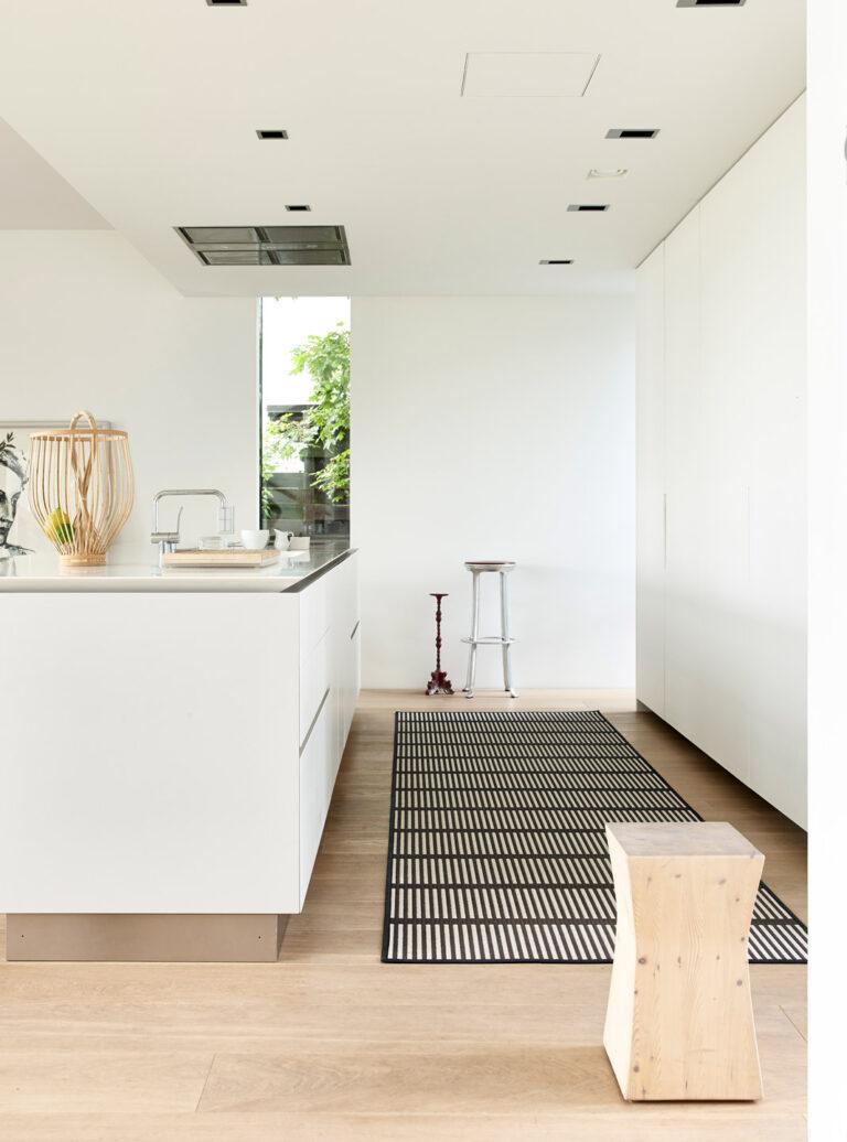 Cut Stripe, black stone, kitchen interior